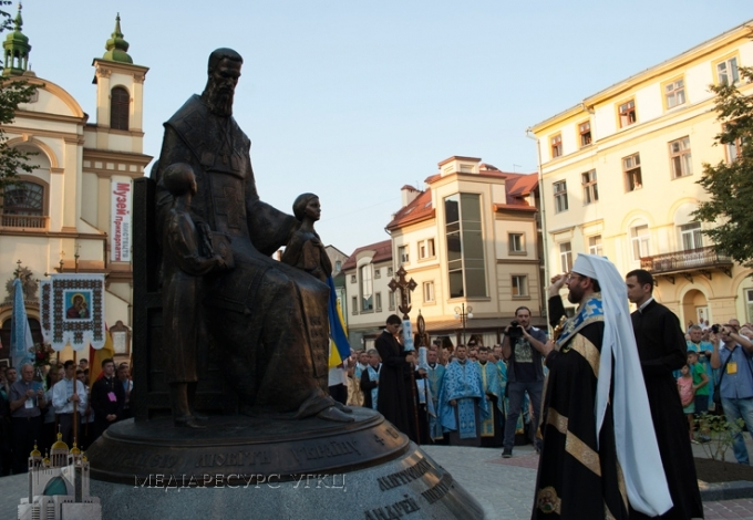 Праведному митрополитові Андреєві Блаженніший Святослав освятив пам'ятник в Івано-Франківську