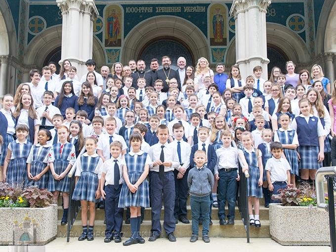 Владики Постійного Синоду у Чикаго помолилися з учнями української катедральної школи св. Миколая