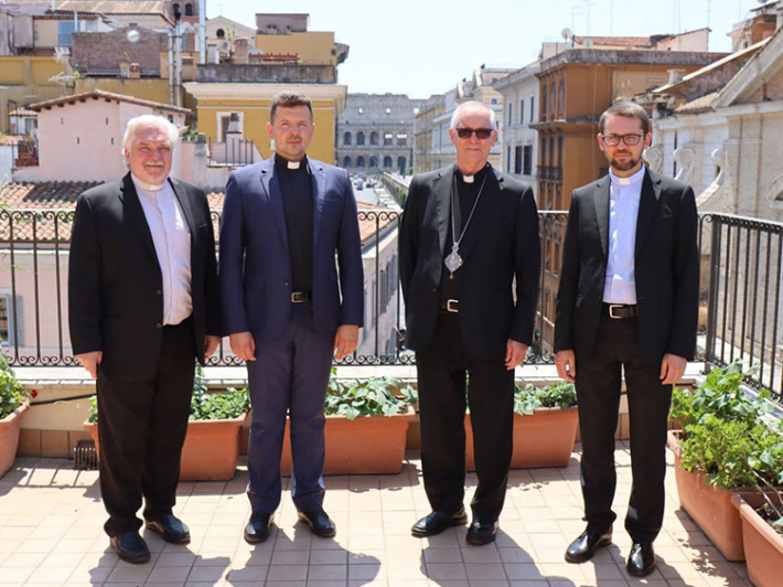 Владика Діонісій Ляхович з працівниками курії Апостольського екзархату УГКЦ в Італії
