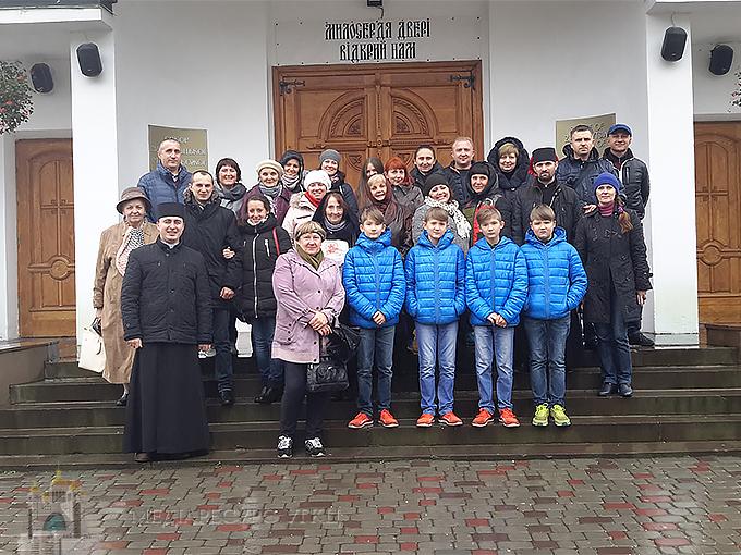 У Київській архиєпархії провели прощу до Зарваниці для вимушено переселених осіб