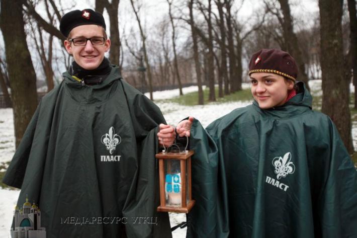 Під час відкриття Різдвяної ялинки у Львові пластуни передадуть місту Вифлеємський вогонь миру