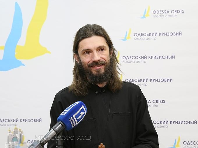 Військового капелана нагородили нагрудним знаком командувача ВМС ЗС України