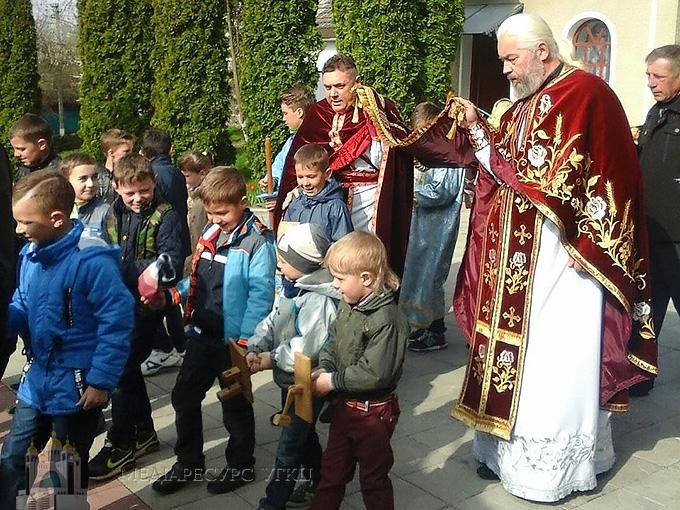 У с. Сосулівці на Тернопільщині православні й греко-католики разом виносили Плащаницю