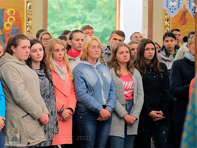 У Зарваниці відбулася перша студентська проща «Будуймо оазиси Любові»