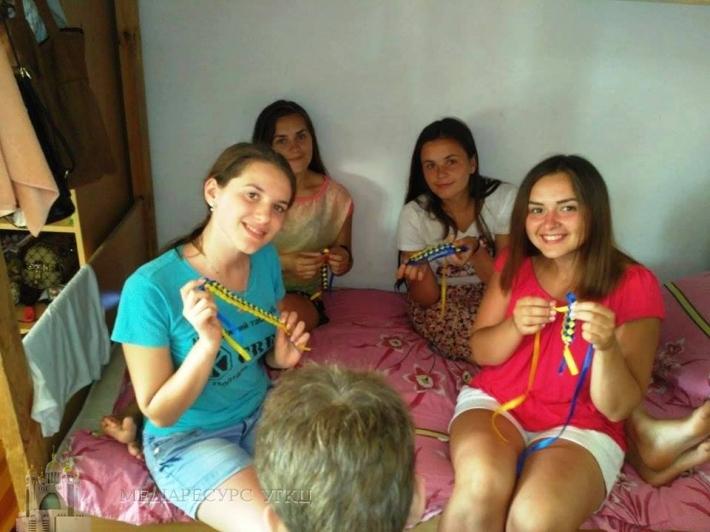 Акцію «Україна понад усе» та День національної та суспільної свідомості провели в молодіжному таборі у Бердянську