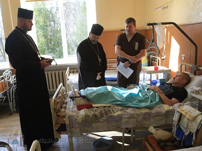 «Завдяки вашим ранам українці можуть мирно жити», – Блаженніший Святослав відвідав військовий госпіталь у Києві