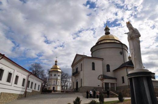 У Гошівському монастирі відкрився симпозіум «Живопис на склі»