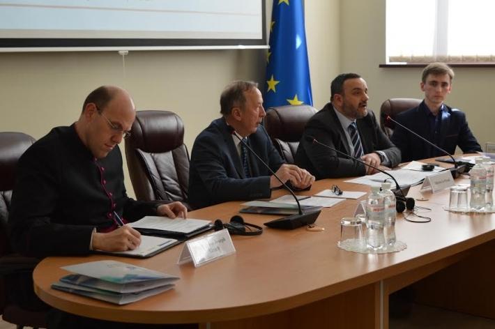 «Як просуватись до миру під час війни в Україні», - говорили на Міжнародному форумі