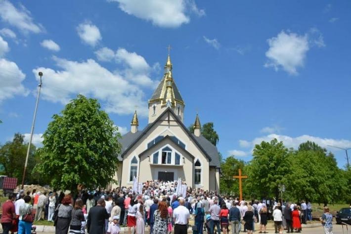 У Долині на Івано-Франківщині освятили новий храм
