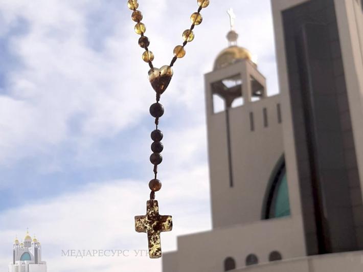 «Те, за кого чи за що ми молимося, показує, які ми християни, якої душі люди», – о. Василь Баглей під час ефіру «Вервиця єднає»