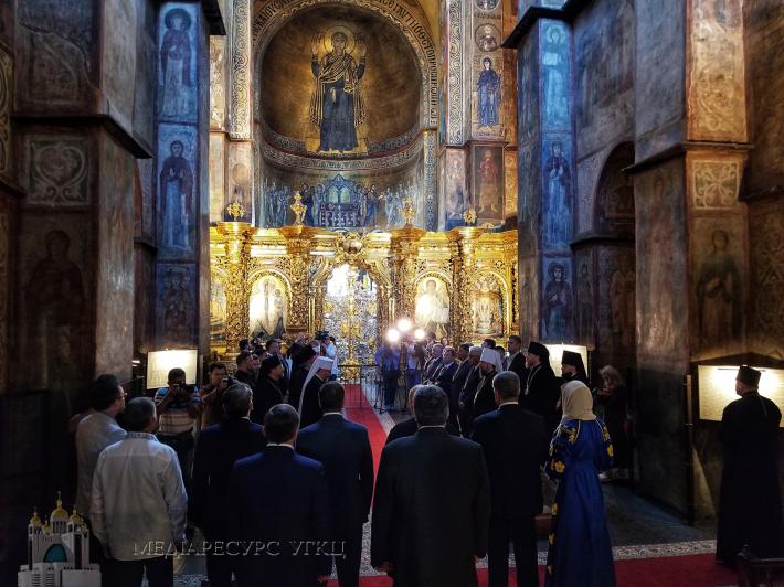 Релігійні діячі в Софіївському соборі закликали благословення на народ України