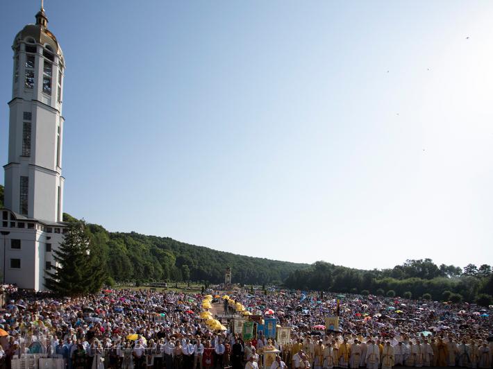 Десятки тисяч прочан з усієї України і світу взяли участь у цьогорічній прощі до Зарваниці