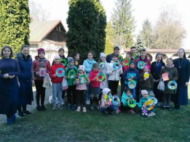 Сестри служебниці в Жовкві та соціально-незахищені діти разом готували святкові вироби до Великодня